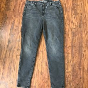 LIKE NEW high rise jeans